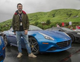 160215-car-Ferrari-California-T-Adam-Levine