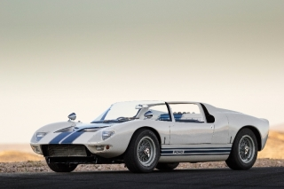 RM Auctions - Monterey 15.08.-16.08.2014 - 1965 Ford GT40 Roadster Prototype - S/N GT/108 / Photo Credit: Patrick Ernzen ©2014 Courtesy of RM Auctions